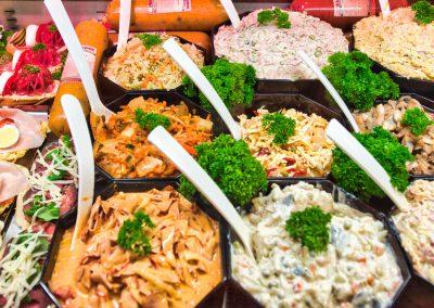 Chlebíčky a saláty v detailu